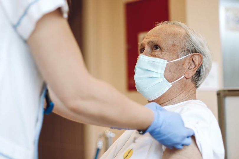 vacunacion sanitarios pedro guillen cemtro
